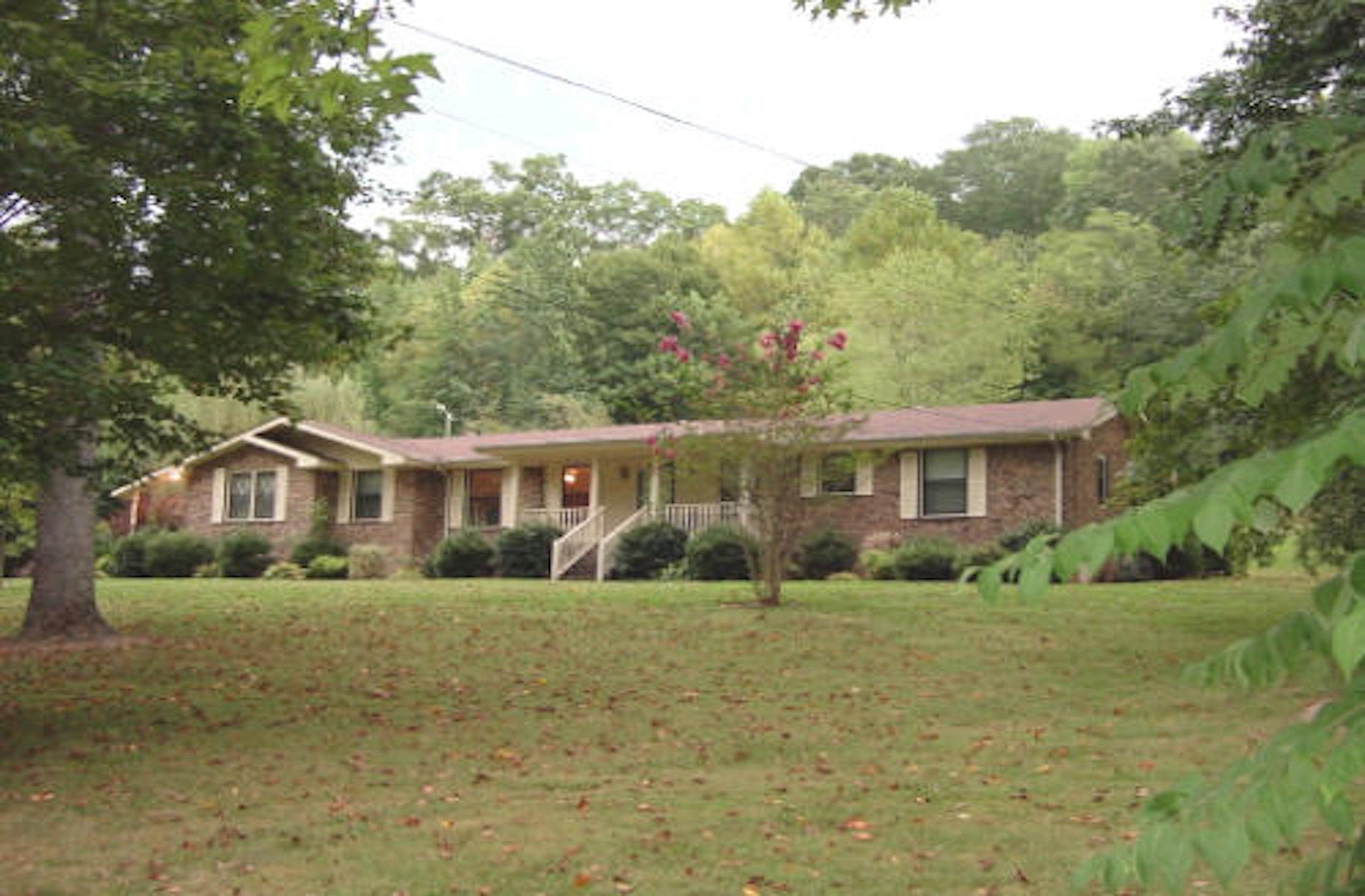 376 Hogans Brach Rd AVAILABLE NOW   GOODLETTSVILLE: Single Family Home  3 Br 2 Ba + 2 Car heated garage +Fireplace + Deck + 11 Acres