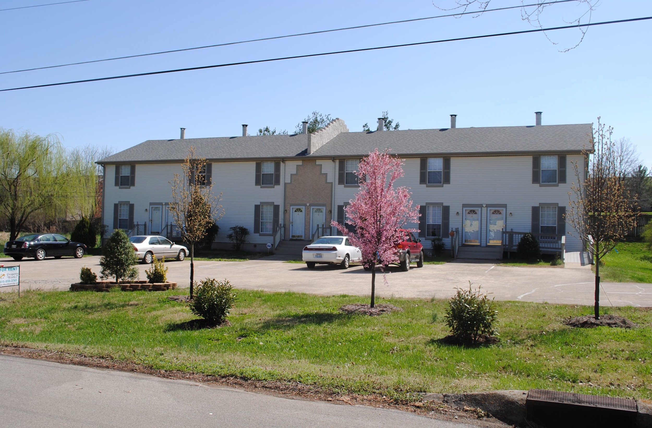 287 Donna Dr All 6 units RENTED   HENDERSONVILLE:   Townhomes  2 Br 1.5 Ba + Fireplace + Patio