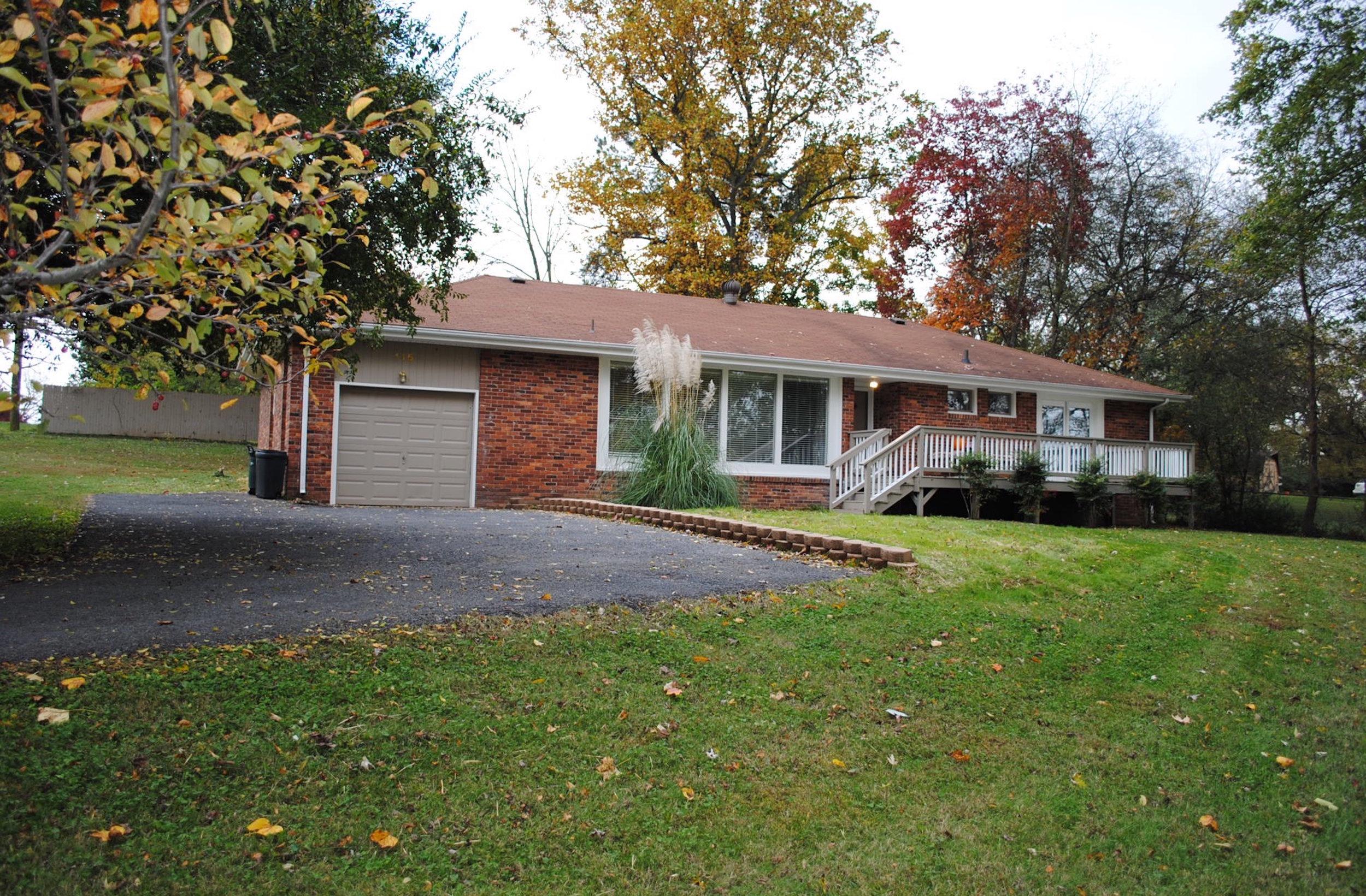 115 Circle Dr RENTED   HENDERSONVILLE:   Single Family Home  3 Br, 2 Ba + Garage + Fireplace +2 Decks