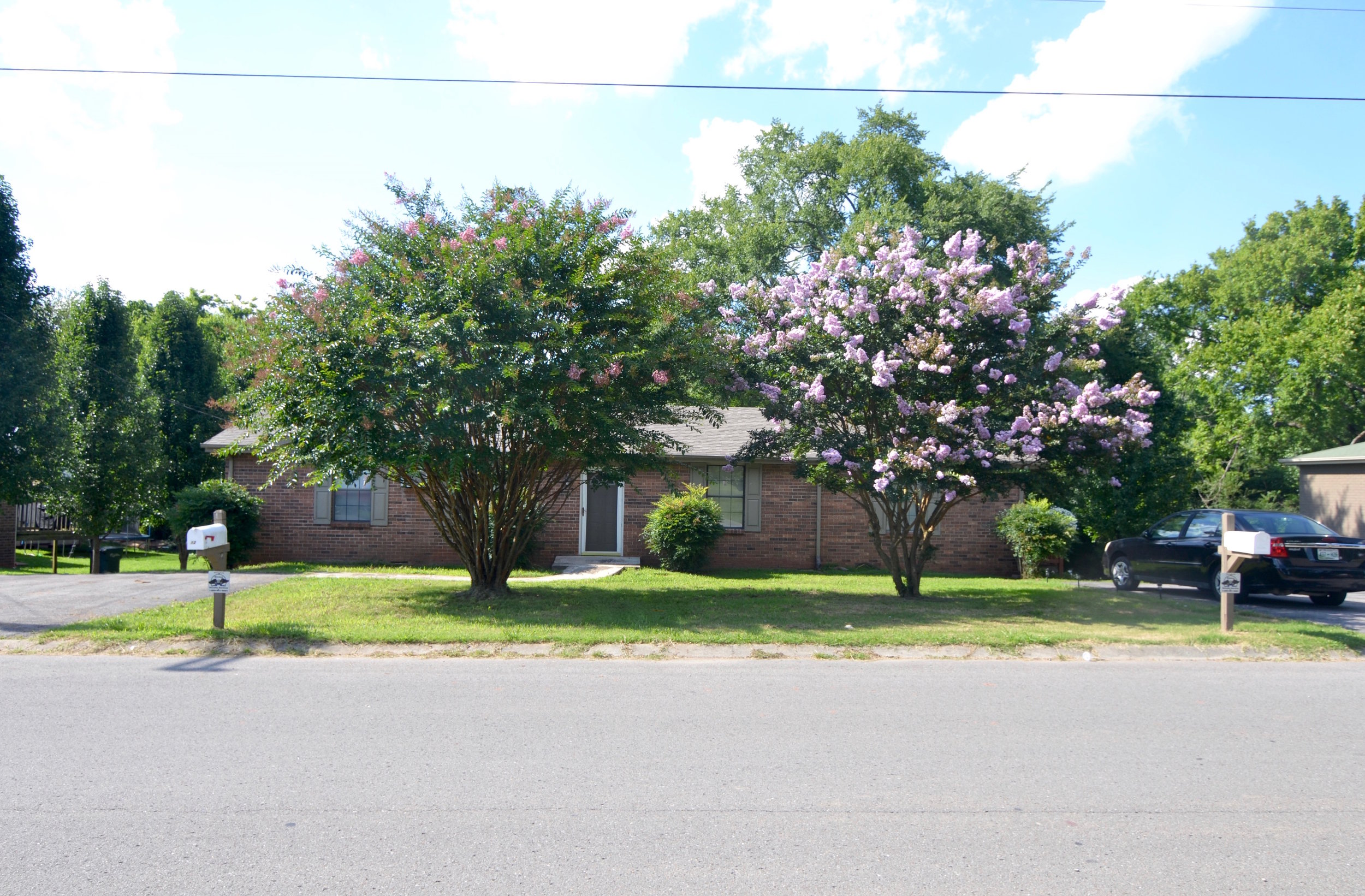 1205 /1207 RENTED (100% Remodeled) MADISON: 1205/07 Sioux Terrace: Duplex: 2 Br, 1 Ba