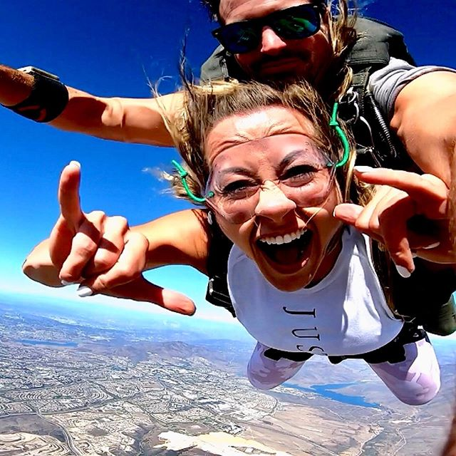 """Sitting on the EDGE of a TINY airplane ✈️ with your feet just dangling off the side & then just JUMPING the f OUT is literally the most surreal feeling ever. 😱 ⠀⠀⠀⠀⠀⠀⠀⠀ So girl.... you bet I 10/10 recommend our new """"because we are besties and born 3 weeks apart obviously we should have an epic birthday tradition for this decade"""" tradition. 🤣 if you & a friend of yours want to try it too 🤣🤷🏼♀️ ⠀⠀⠀⠀⠀⠀⠀⠀⠀ It's called....one of us picks a random adventure. ✈️🤘🏻 The other of us buy matching outfits. 👯♀️ & we alternate each year. 🙌🏻 ⠀⠀⠀⠀⠀⠀⠀⠀ This year to kick it off for our 30th? I picked Skydiving. 😱 & Jacki got us matching pink camo pants, bras, shoes & fanny packs 🤣🙌🏻 Cuz #YOLO 👯 ⠀⠀⠀⠀⠀⠀⠀⠀ Swipe right to see our gear & how I wasn't nervous giggling every 5 seconds or losing my mind or anything 🤣🤣 ⠀⠀⠀⠀⠀⠀⠀⠀ Sidenote...Have you been skydiving?  Would you do it?! Comment below 👇🏻👇🏻 ⠀⠀⠀⠀⠀⠀⠀⠀⠀ Also I HIGHLY recommended Pacific Coast Skydiving if you live in or visit SoCal, the staff was incredible & made this experience unforgettable. 🙏🏻 ⠀⠀⠀⠀⠀⠀⠀⠀⠀ #skydiving #sandiegogram #thisis30 #bestiesfortheresties"""