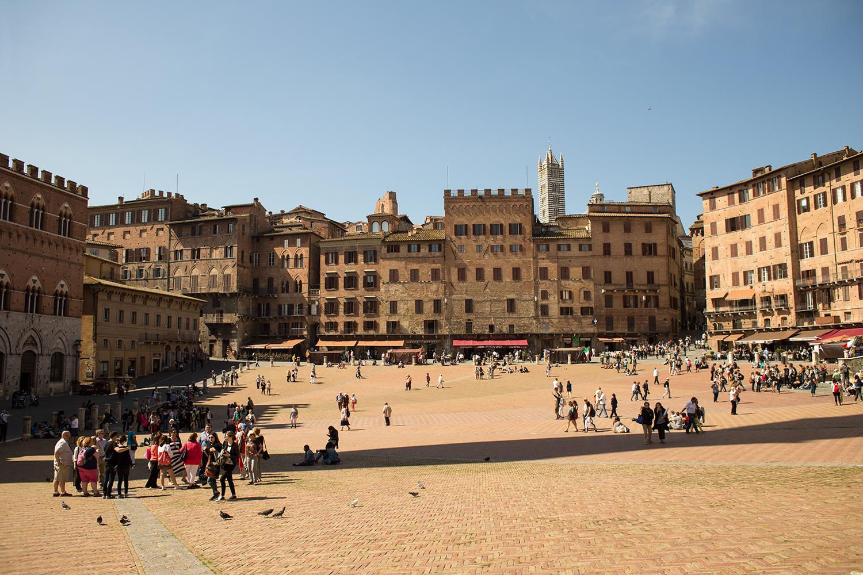 Siena's sprawling Piazza del Campo.