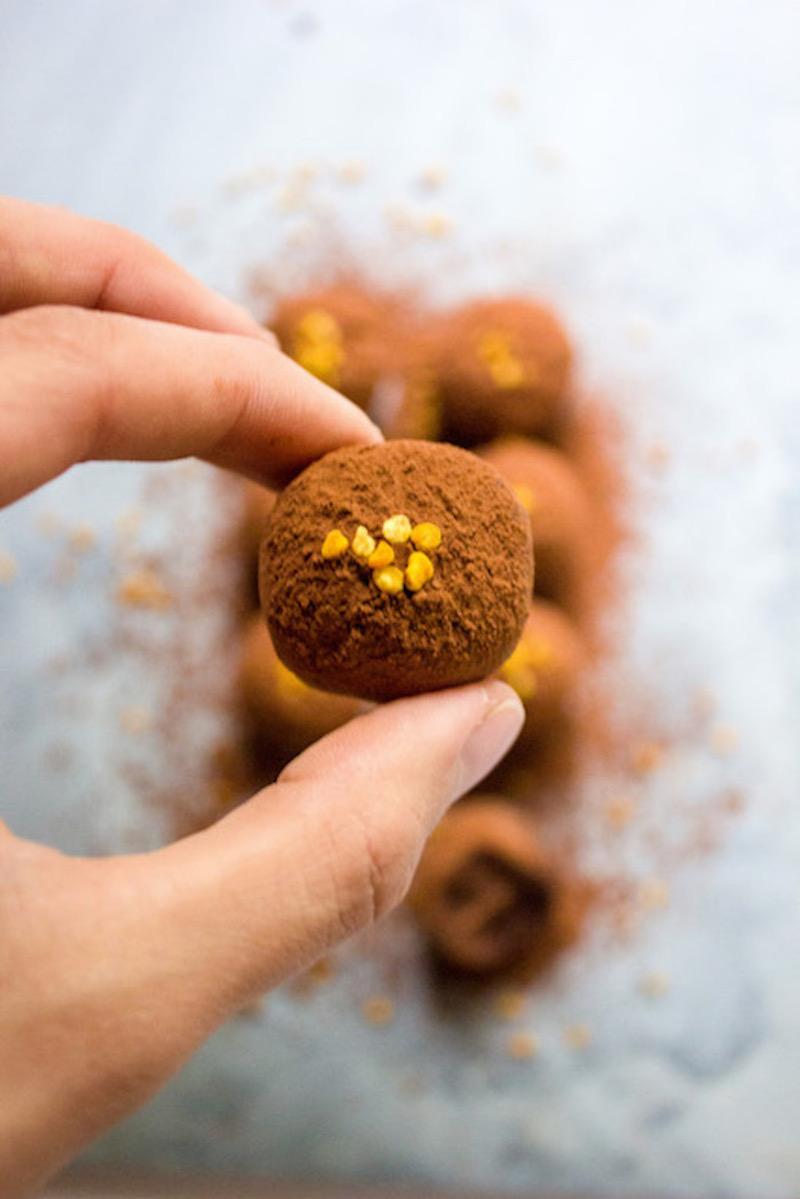 Easy raw vegan avocado chocolate truffles