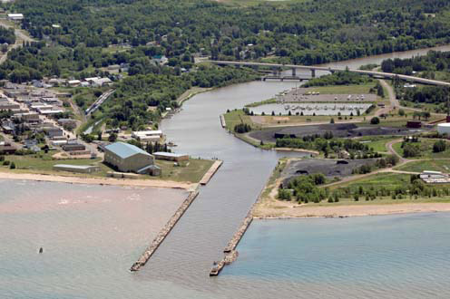 Ontonagon_Harbor.jpg