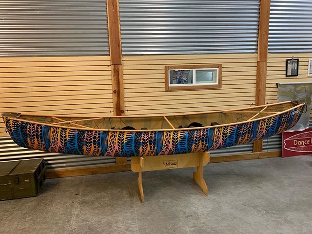 Finished up the tribal feather SS boat build on site. Good times working out of the @boardlams shop. #mtcanoes #boardlams #compositecanoes #canoes #uhuru #dancedojodance #weliketodothecanoe #surfshop