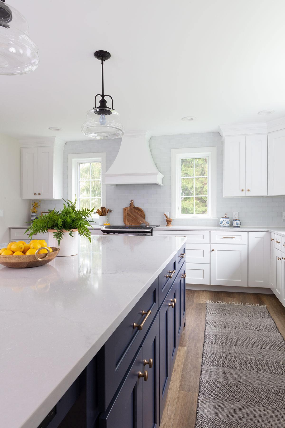 traditional-coastal-kitchen-glass-pendant-oven-hood.jpg