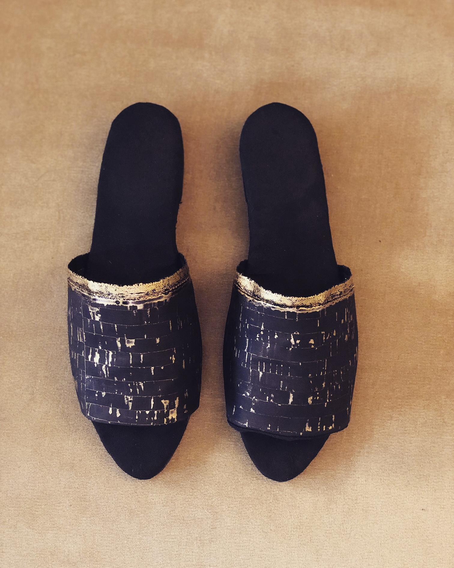 slides-cork fabric BLACK w/gold