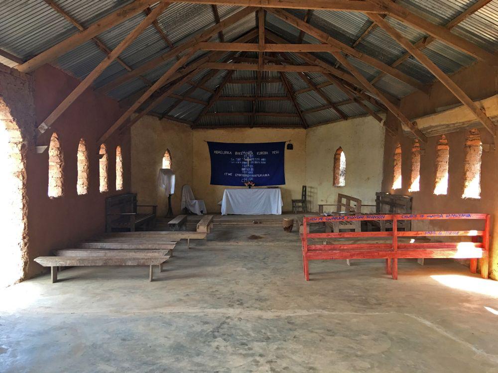 Church-Hukaaka_Int.jpg