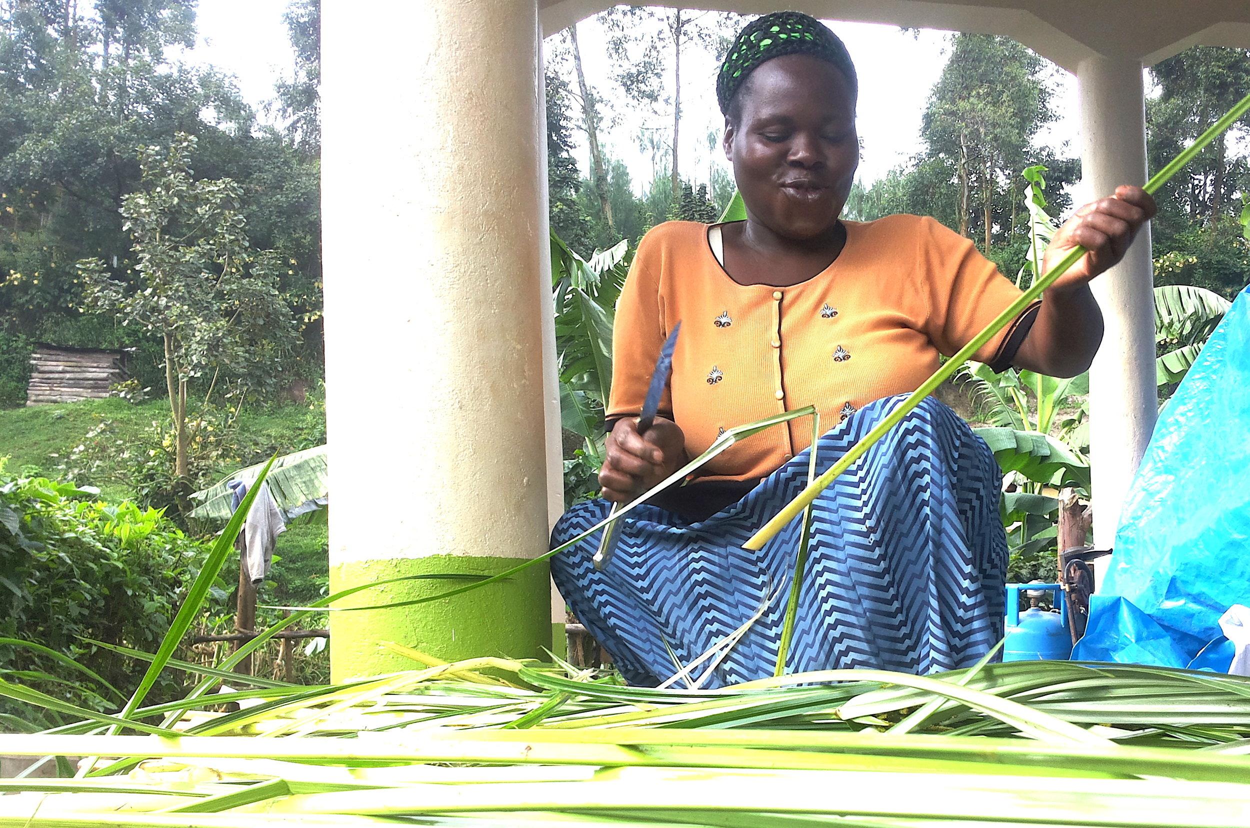 Lovinah preparing reeds.jpg