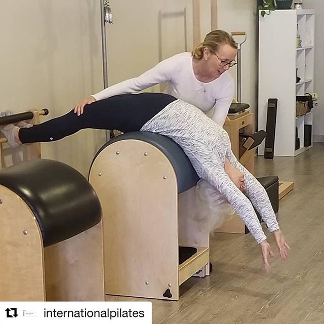 The ladder barrel does a body good, and this feels as good as it looks! 🙌 Packages are 28% off through March 1st with promo code 'heart'. #heartwideopen #chestopener #pilates #dallaspilates #spine #health #nevertooold  #Repost @internationalpilates with @get_repost ・・・ Maryellen is helping our students get over #humpday🍑  #romanaspilatesteachers  #gratz_pilates  #ladderbarrel