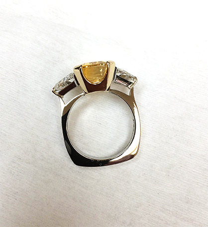 the same ring as above only the side view