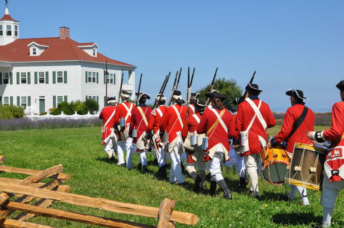 British Army Reenactors approach the George Washington Inn (Mt. Vernon)