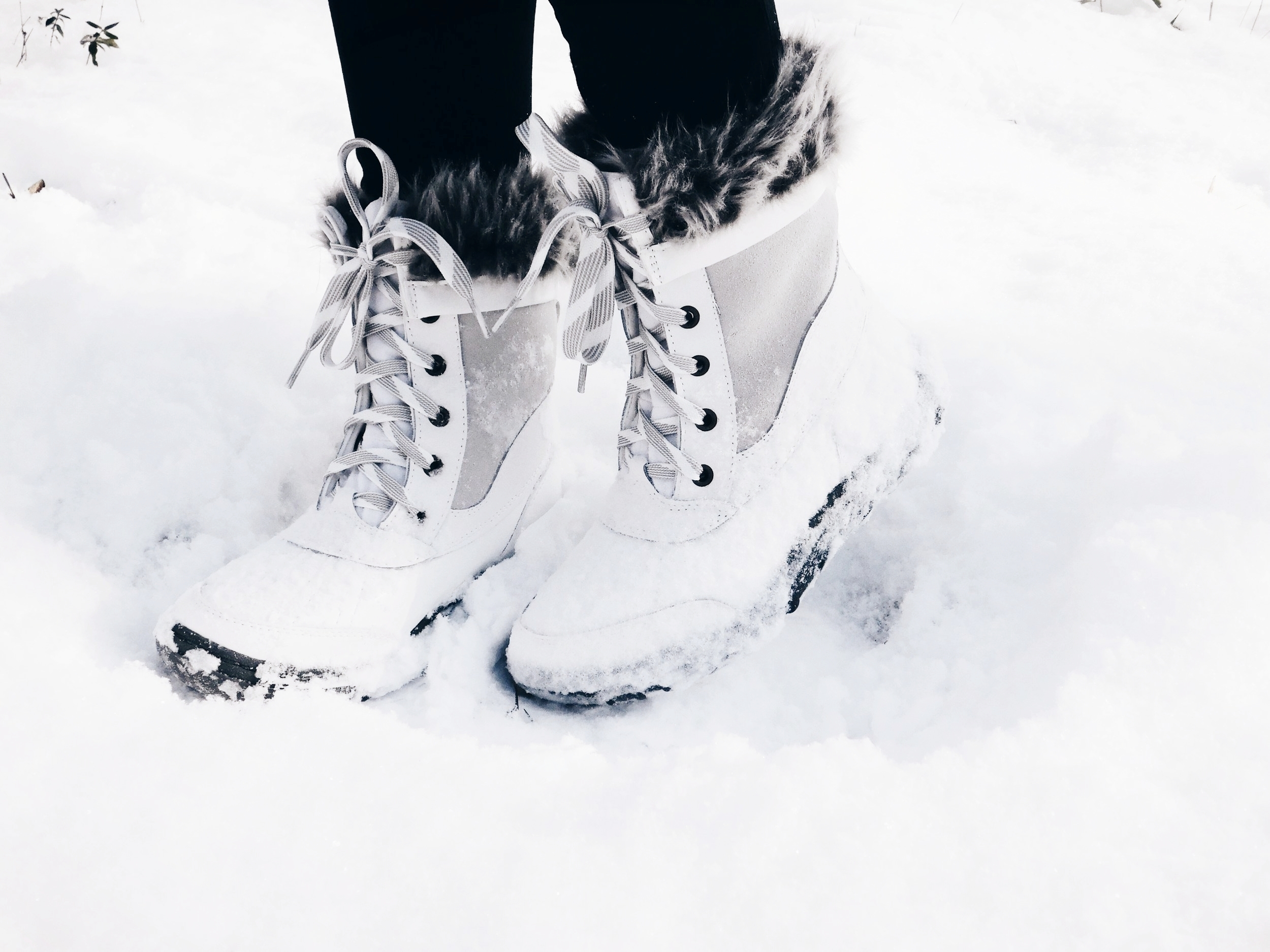 Get these leather  snow boots  on SALE for on $20 now!