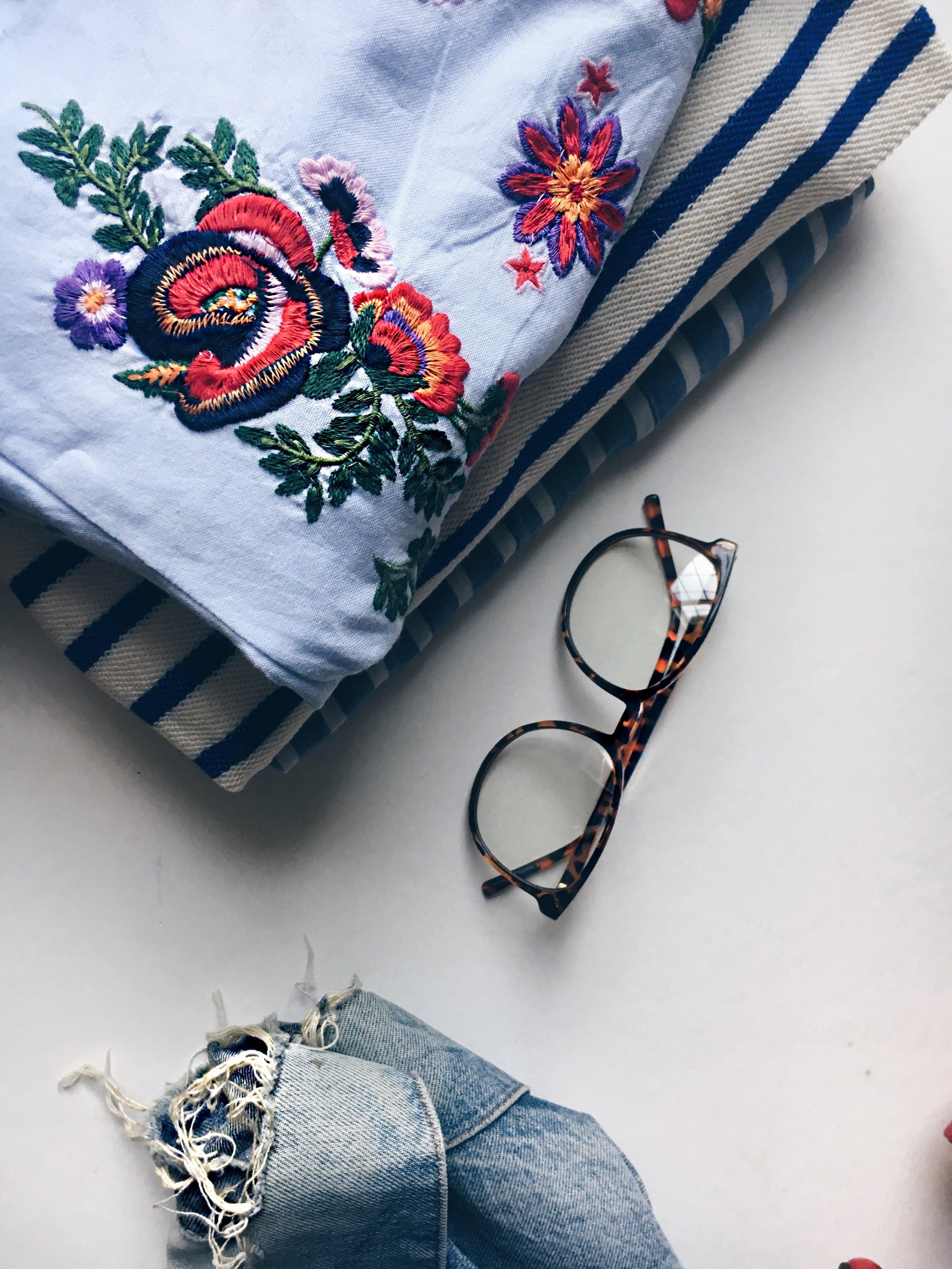 Dress: Zara, Denim Jacket: Vintage Levis, Glasses: Pacsun