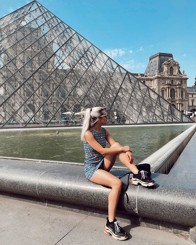 Take me back to Paris💃🏼🇫🇷 I need more pain au chocolat. The food might have been my favorite thing about Paris if I'm honest😂. I had the best beef bourguignon, onion soup, crepes, baguettes, pastries, and cakes. I need to stop making myself hungry now. It's probably for the best that I don't live there, because I'd probably be twice the size. What's your favorite food you've had in another country?👇