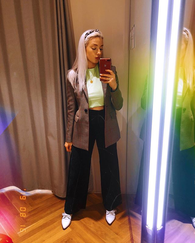 @andotherstories You can take all my money⚡️ Did you see my 'come shopping with me' on my stories yesterday? I ended up getting this blazer and dark green cords. I could've bought the whole store though honestly. (If you're a fan of the shop like me, don't forget about their student discount because it saved me loads!🙌🏼)
