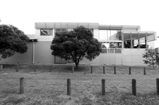 kew side b&w.png