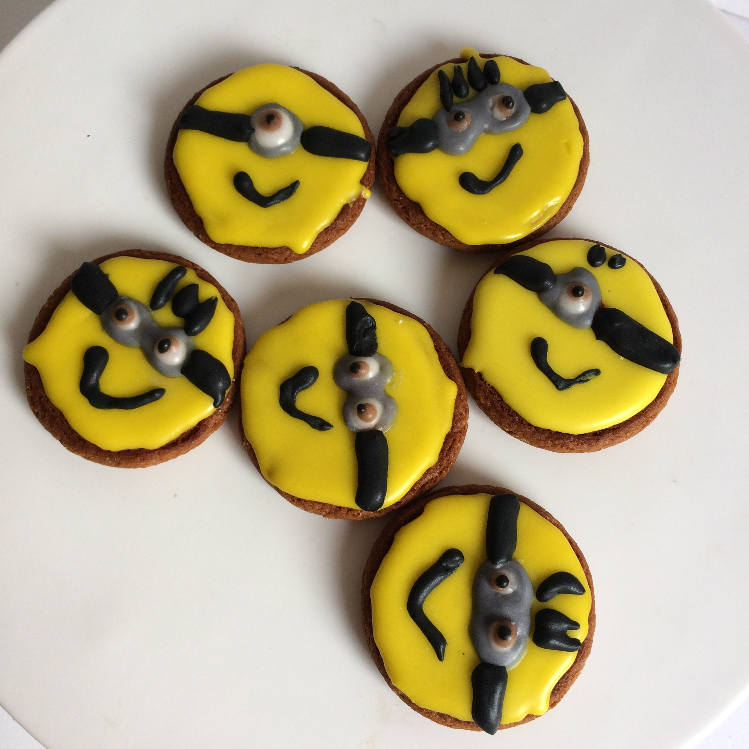 Max's Minion biscuits
