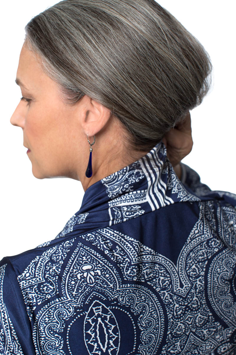 See how the border on the yardage translated to the back neck seam? Pretty groovy.