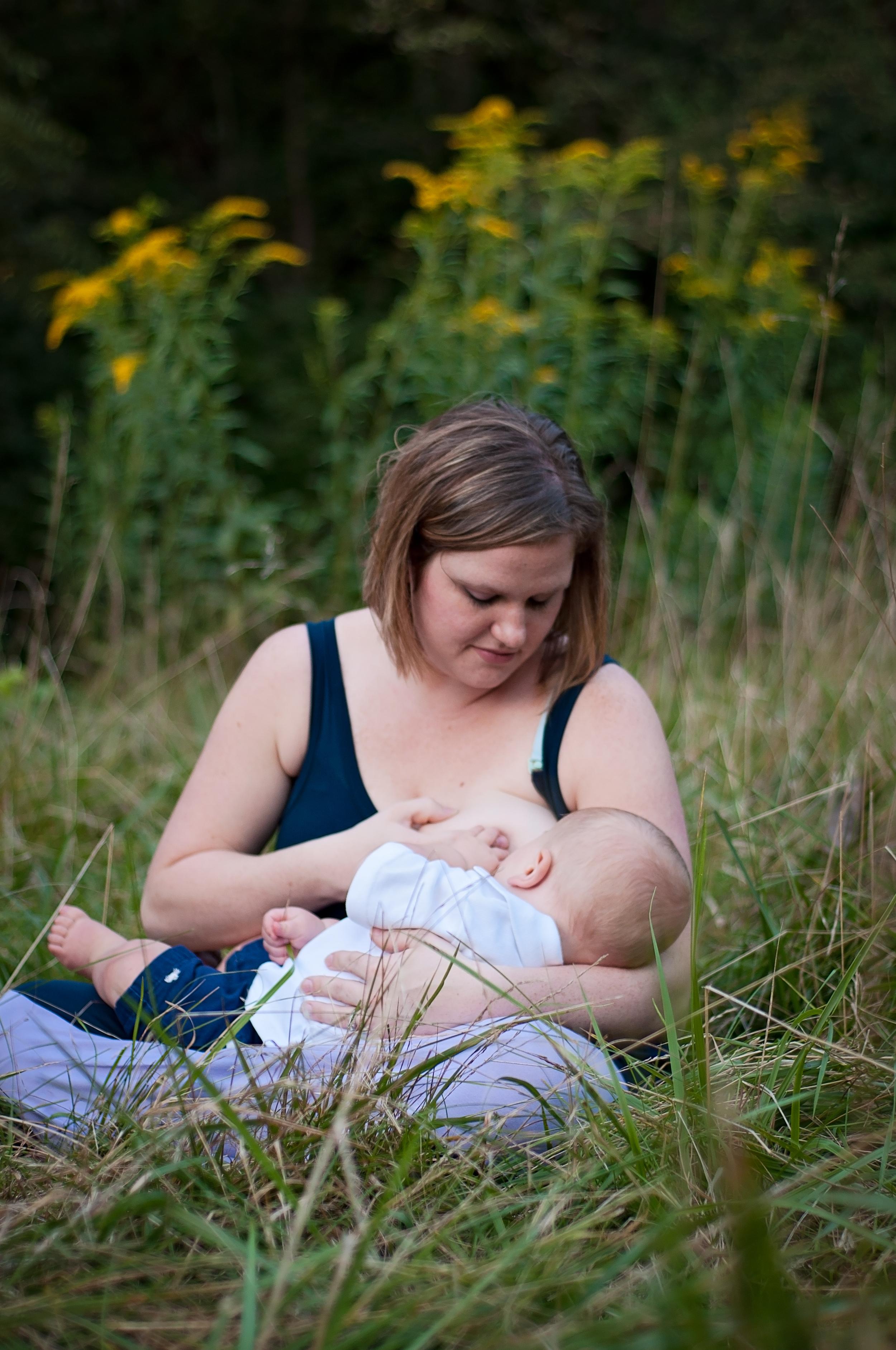 Nursing photography by Brittney Hogue