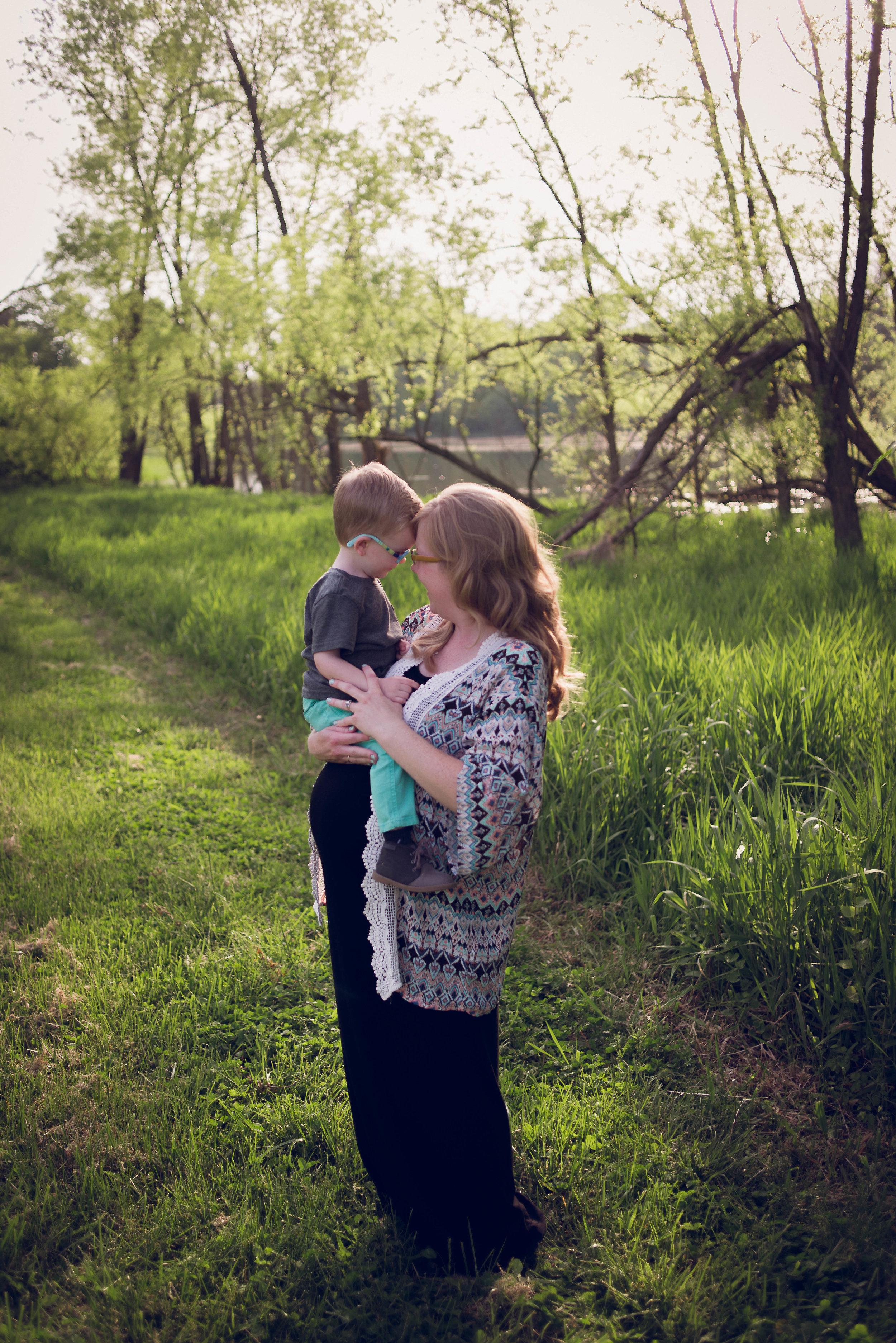 BrittneyHogue-MaternityPregnancyPhotographer-PeoriaIL-PekinIL-BloomingtonIL-5766.jpg