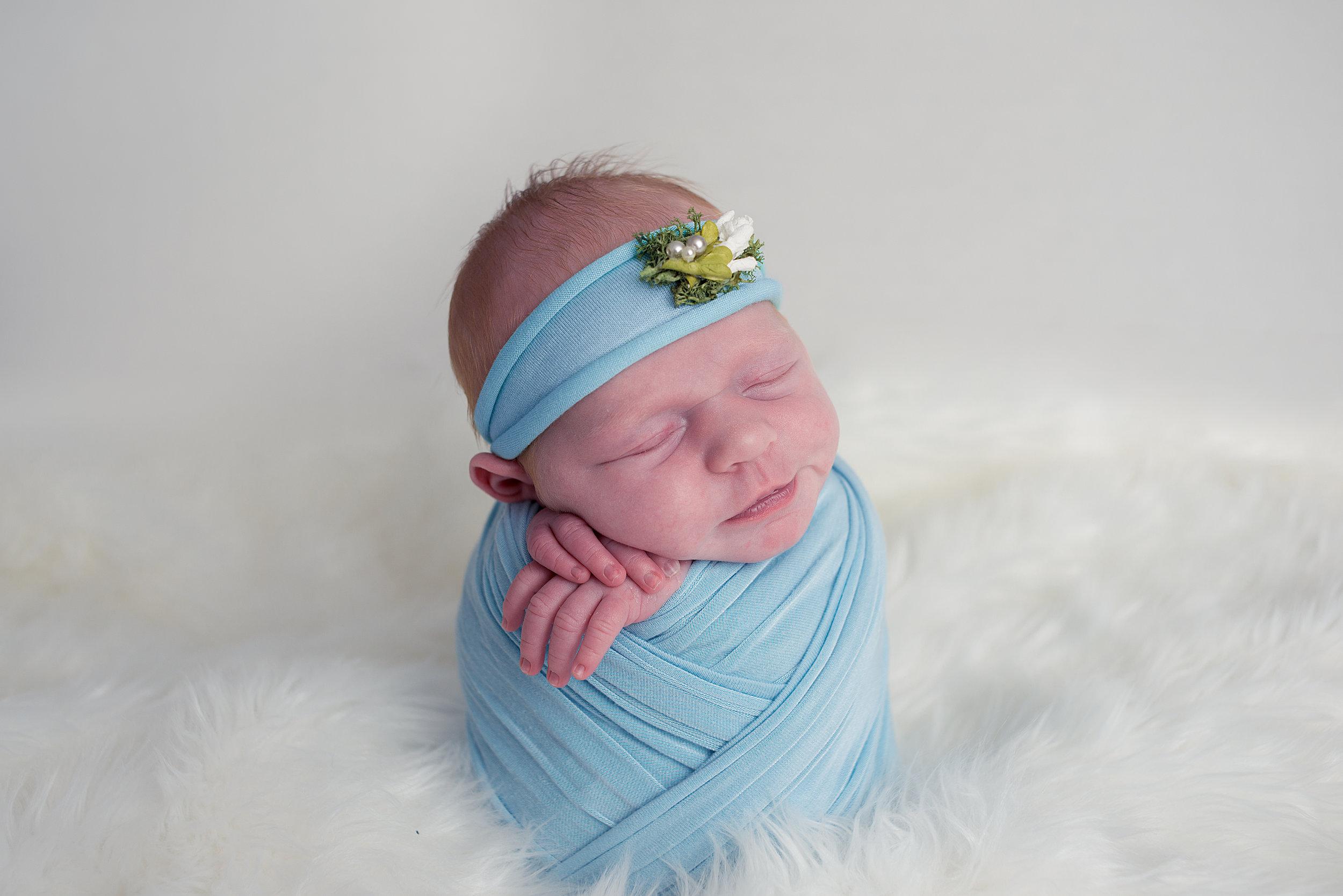 BrittneyHogue-NewbornPhotographer-PekinIL-PeoriaIL-1760-Edit.jpg
