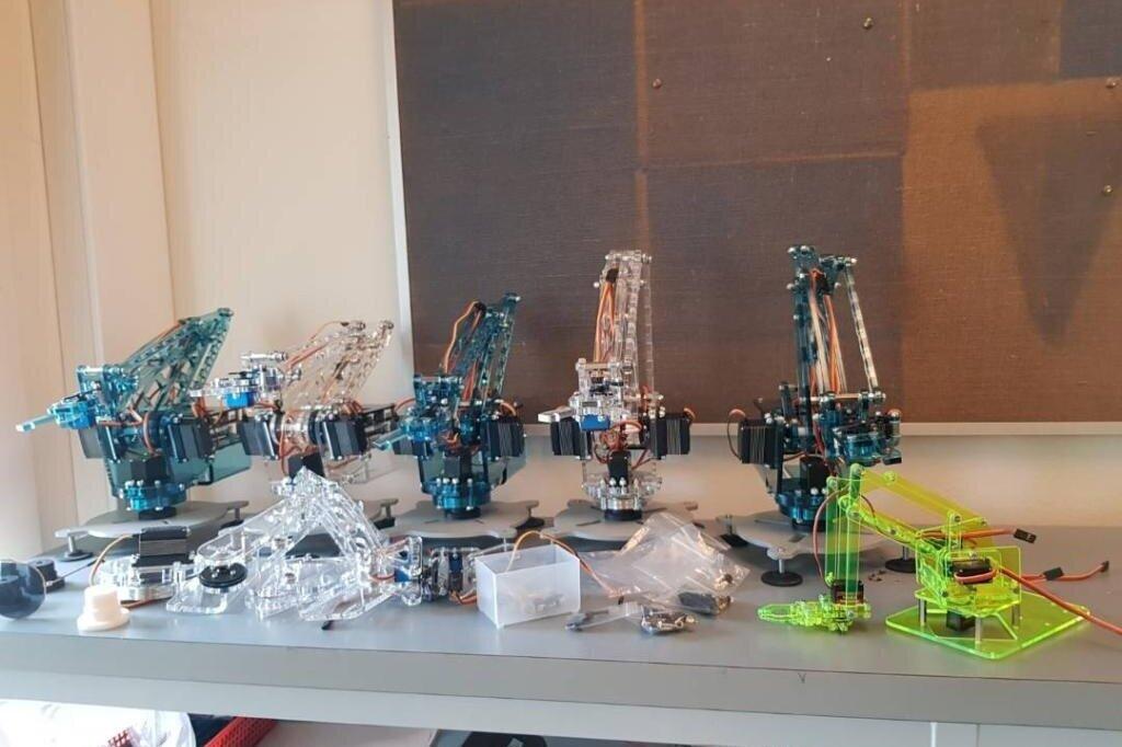 You-Arm - Programmér og fjernstyr en af Elektronikklubbens mange hjemmebyggede robotarme. Vært: Elektronikklubben, Ballerup