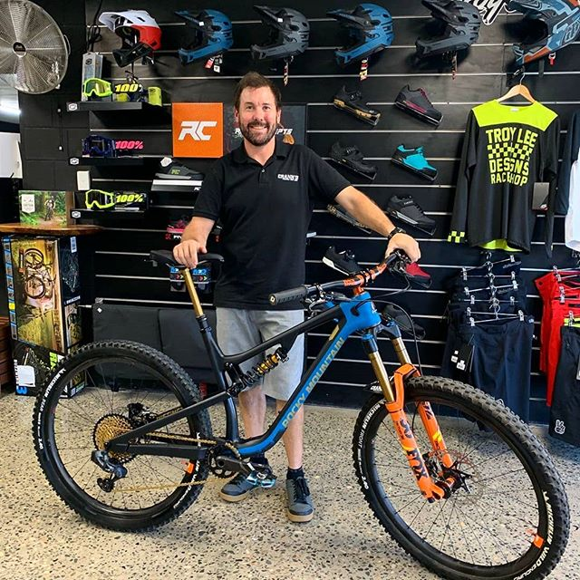 Feast your eyes. One absolutely smoking hot custom @rockymountainbicycles 2020 Instinct BC for the top dog Matt @crankdcycles 🔥🤤👌. #lovetheride #followyourinstinct
