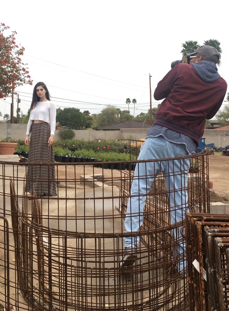 After observing the surrounding, Jason decides to move Azu into the foreground, choosing to keep the roses in the background in order to create soft bokeh out of them