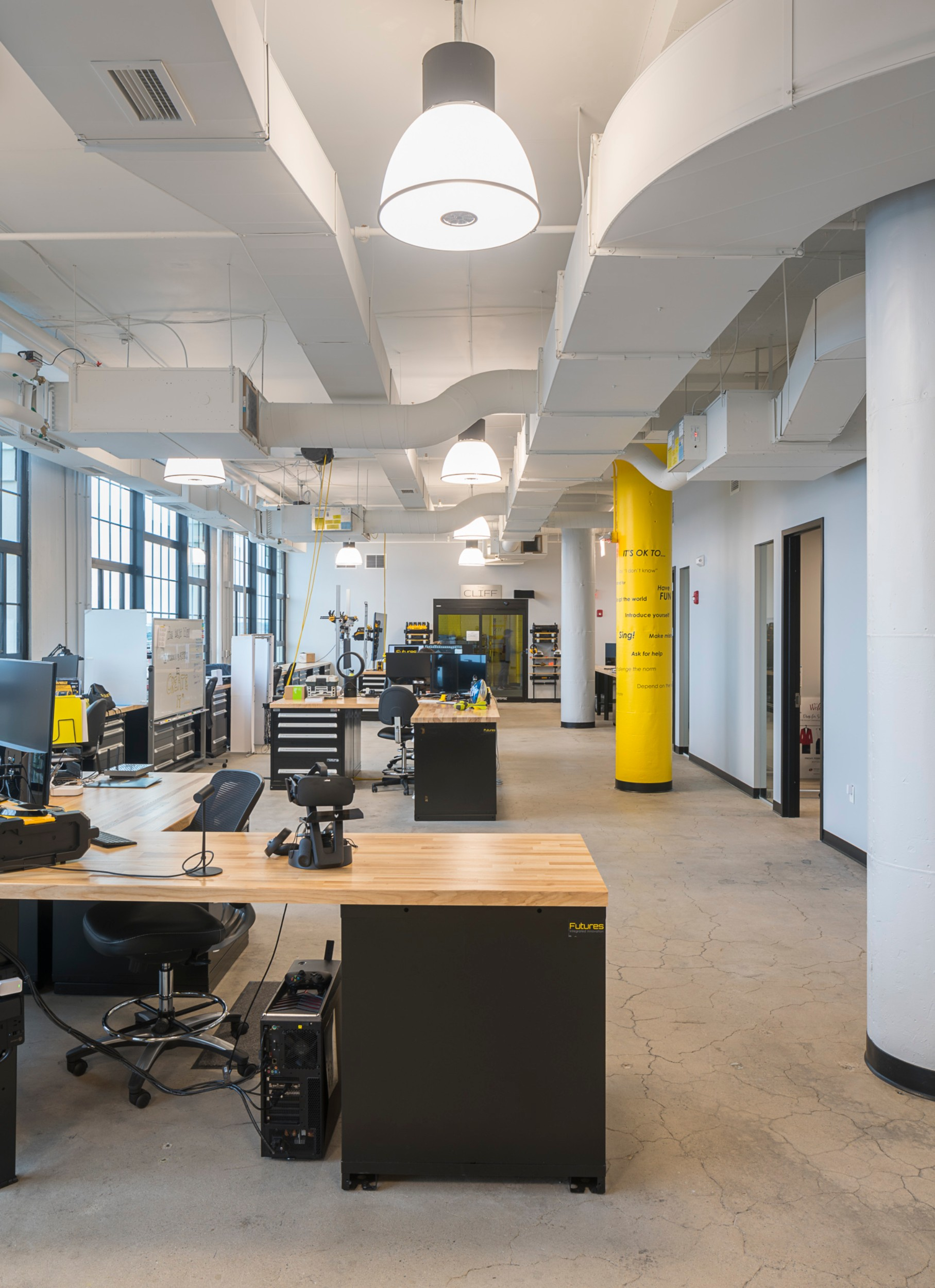 Stanley_Black_Decker_Corderman_Construction_Open_Area_Work_Stations_Vertical_Columns_Boston_Seaport.jpg