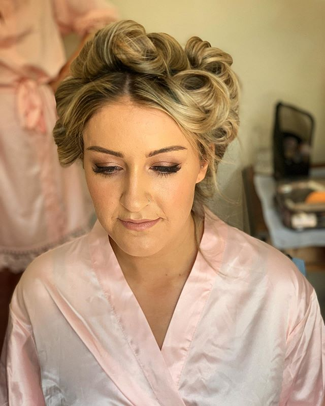 No filter for this beautiful bridesmaid 🔥 . Makeup by Becky from this weekends wedding . Using our fave @narsissist wanted palette 🎨 . For wedding availability please DM or EMAIL! 👰🏼 . #editorialmakeup #londonmakeupartist #learnmakeup #makeuponpoint #insta #instagood #instalove #instalike #instagram #edit #editorialphotography #beauty #beautyshoot #beautycampaign #picoftheday #photo #like4like #londonmua #sussexmua #surreymua #stylist #style #makeupgirl #mua #motd #model #likeusonfacebook #followforfollowback #followus