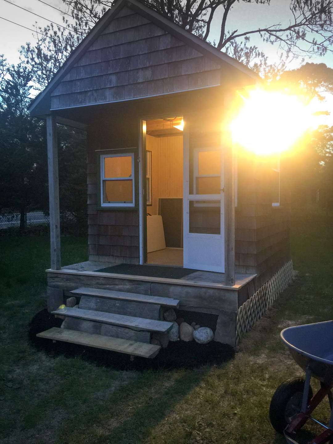 Eco-Shack! gets electric thanks to Quinlin Electric!