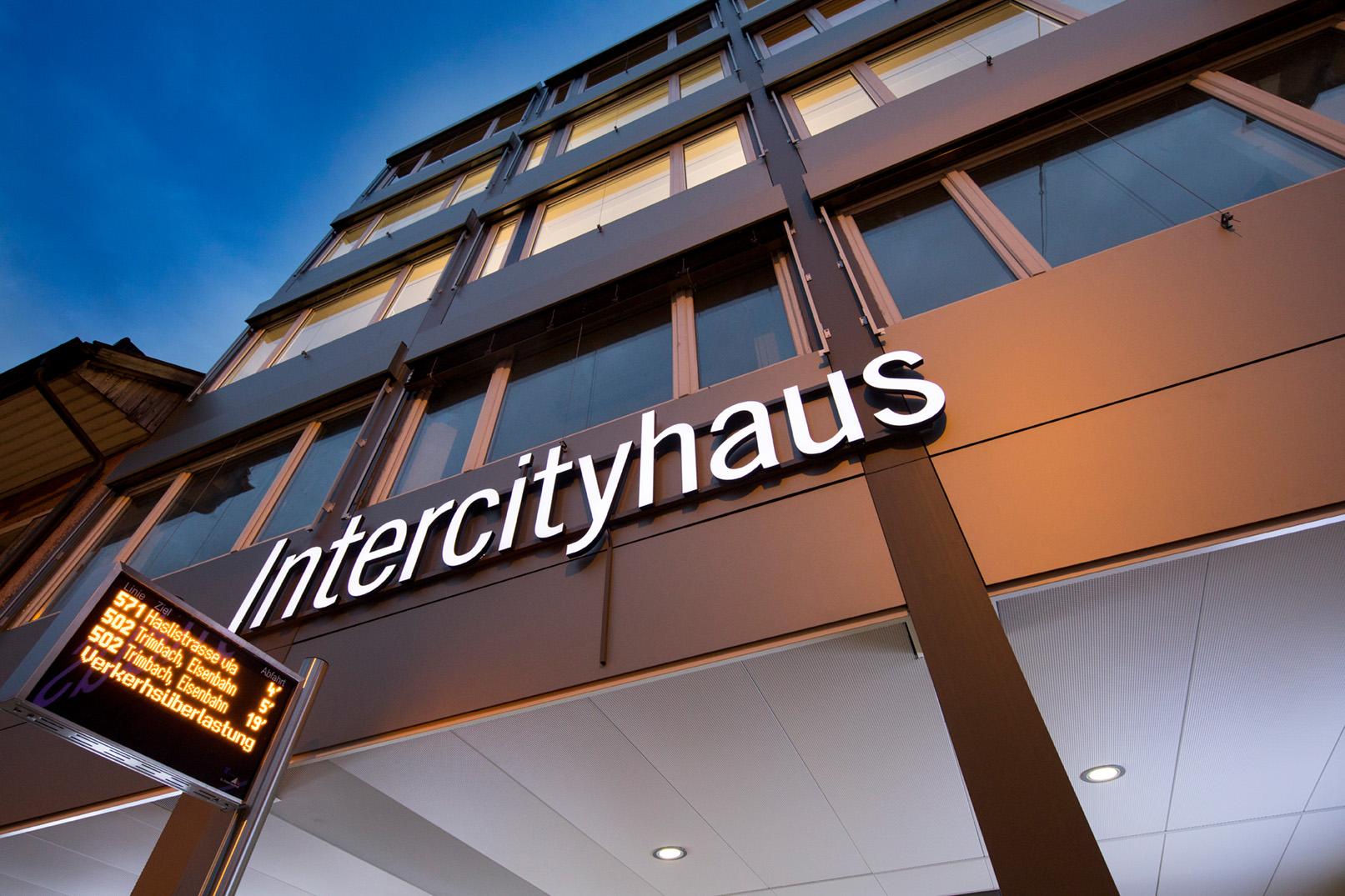 Olten_Intercityhaus_Nacht_12 web.jpg