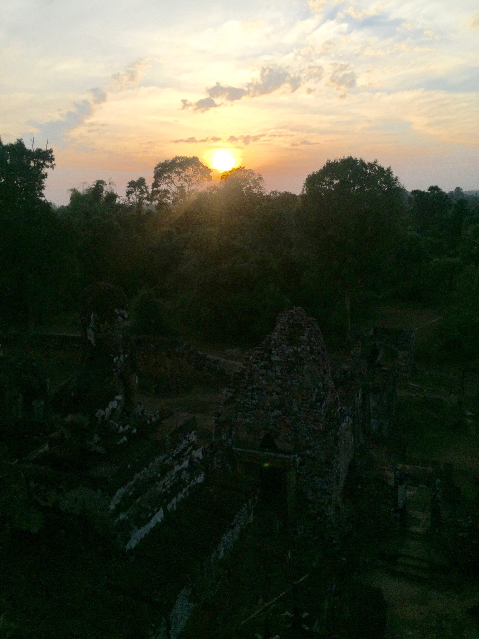 Sunset views from the top of Pre Rup.