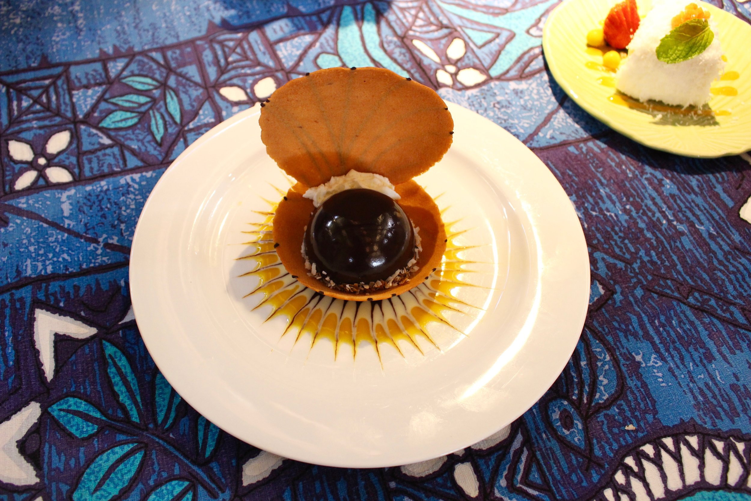 The Polynesian Black Pearl consists of chocolate mousse in a pastry shell. Yes, it tasted as good as it looks.
