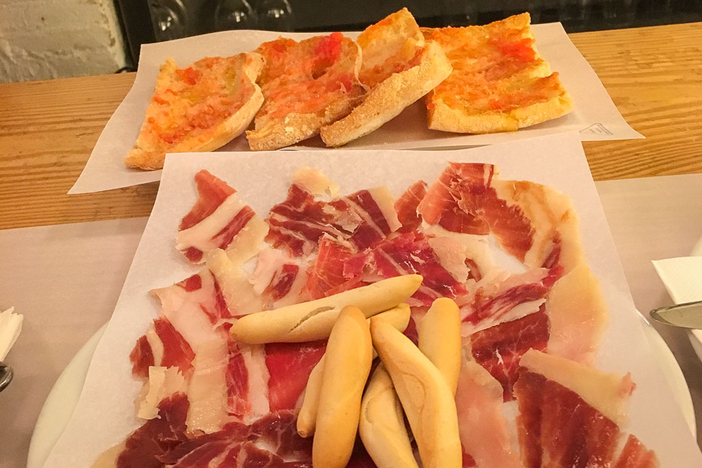 Bread with tomato and jamón ibérico