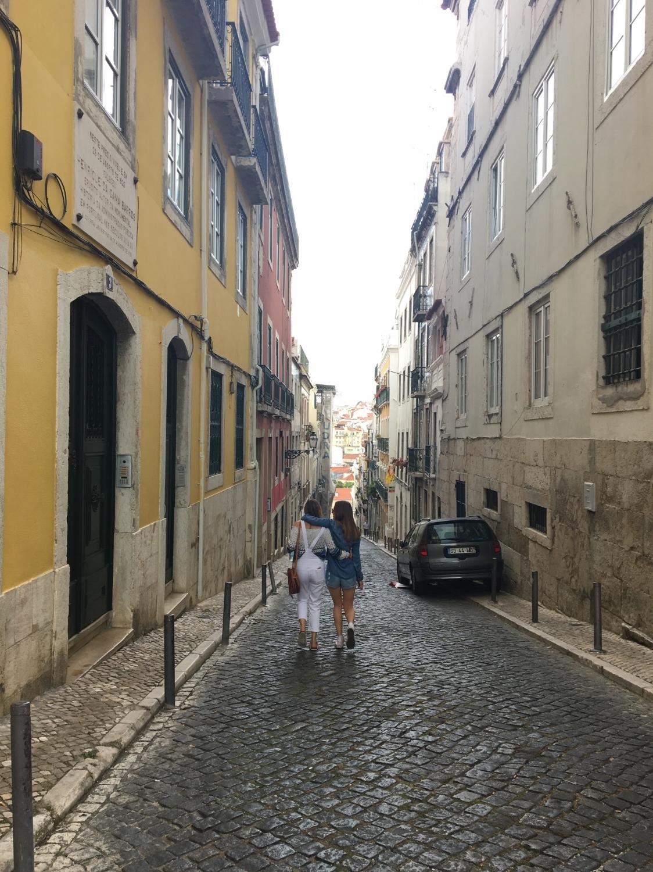 Amanda and her sister, Vikki, walking through Bairro Alto. (Lisbon, 2016)