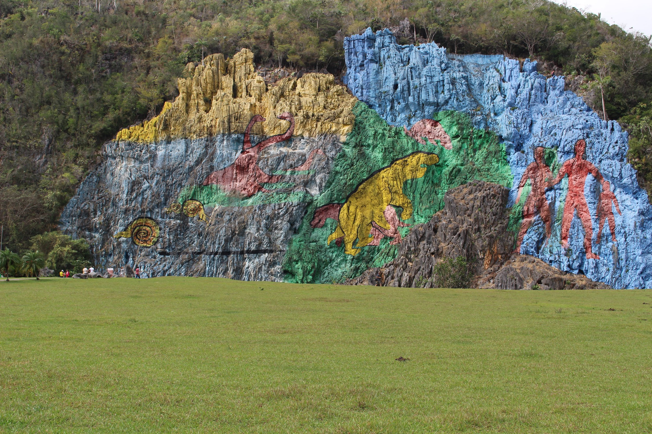 The Mural de Prehistoria is 120m long and was designed in 1961 by an artist named Leovigildo González Morillo.