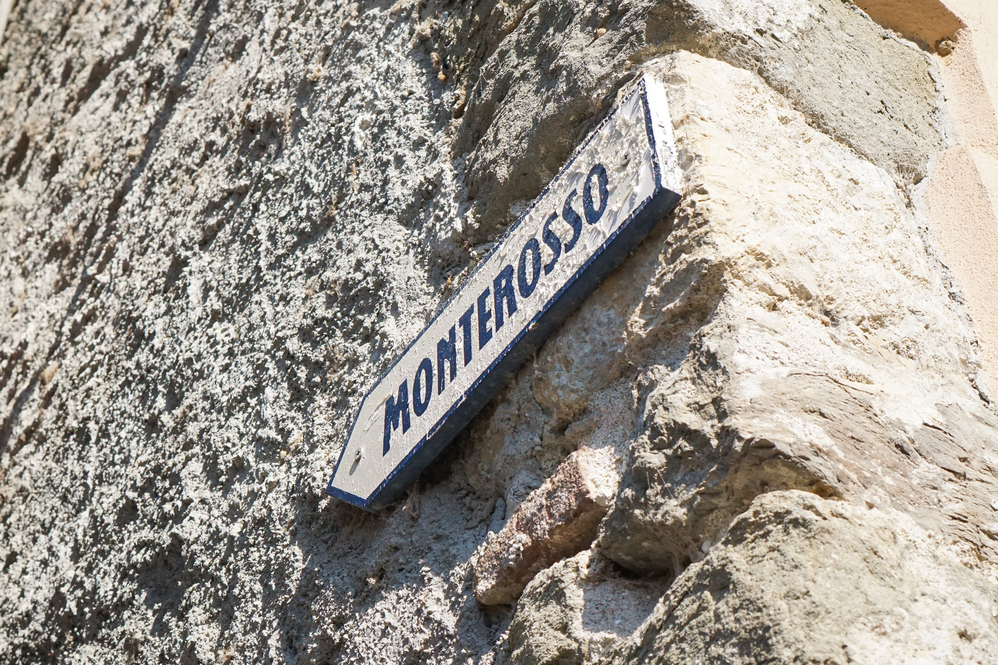 The sign pointing the way to Monterosso from Vernazza.