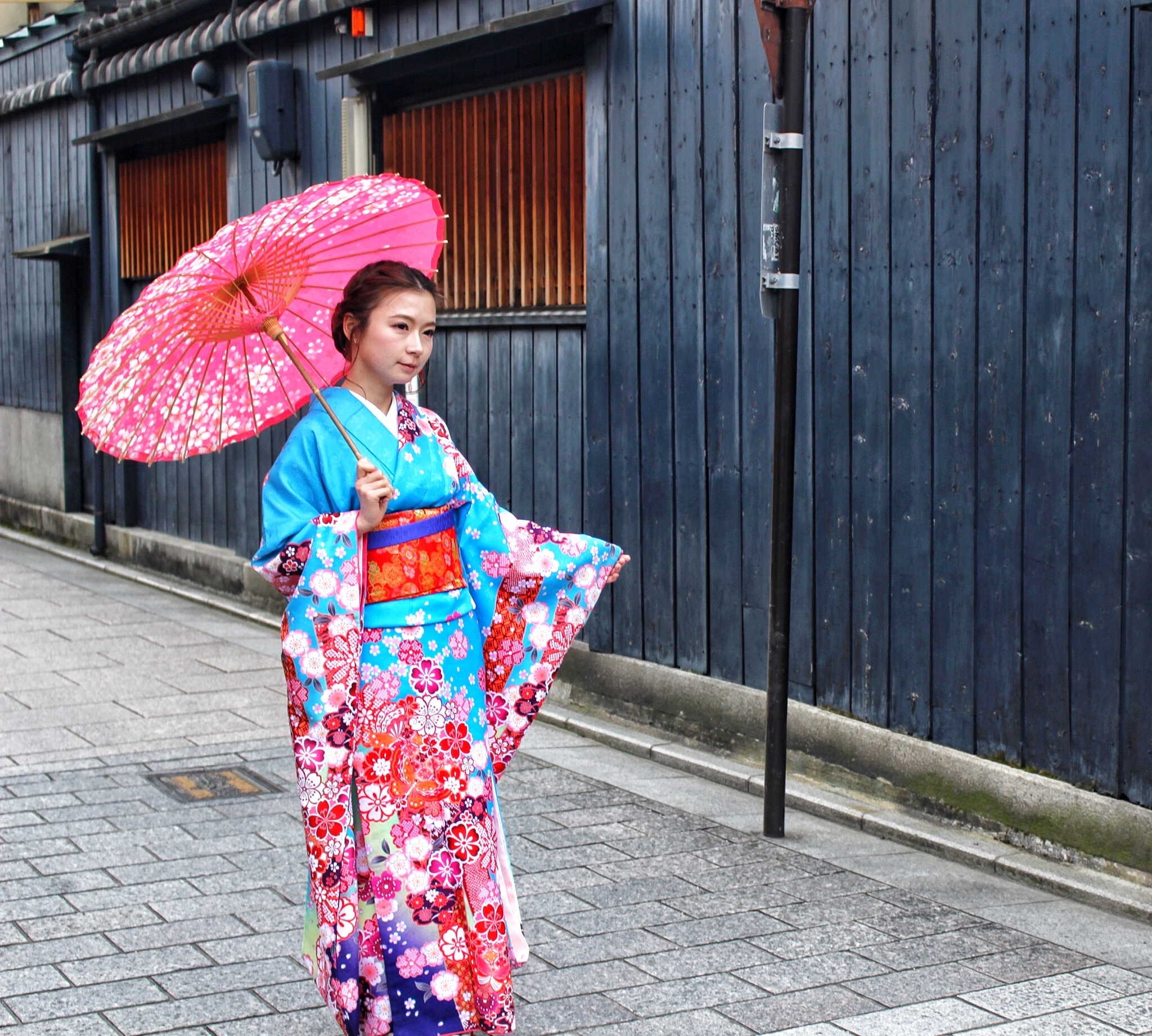 A girl in Geisha attire on Hanami-Koji Street, Kyoto.