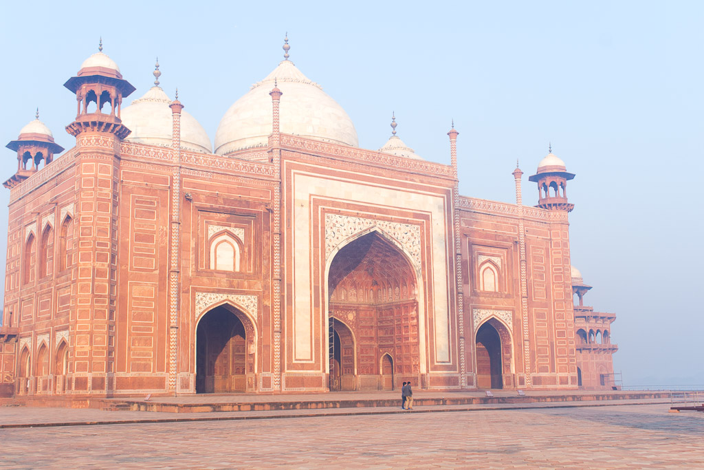 The buildings on the side of the Taj Mahal have similarities to  Humayun's tomb  in Delhi.