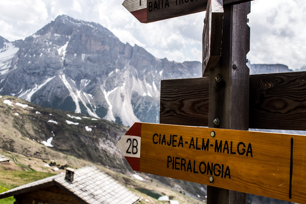 The trails are very well marked along in Seceda and Alpe di Suise.