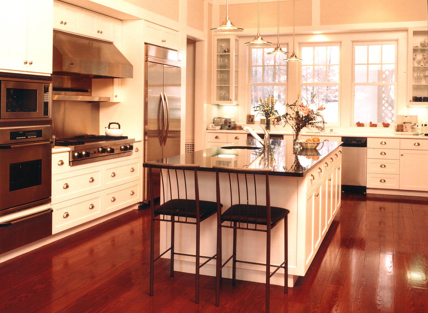 kitchen~1.jpg