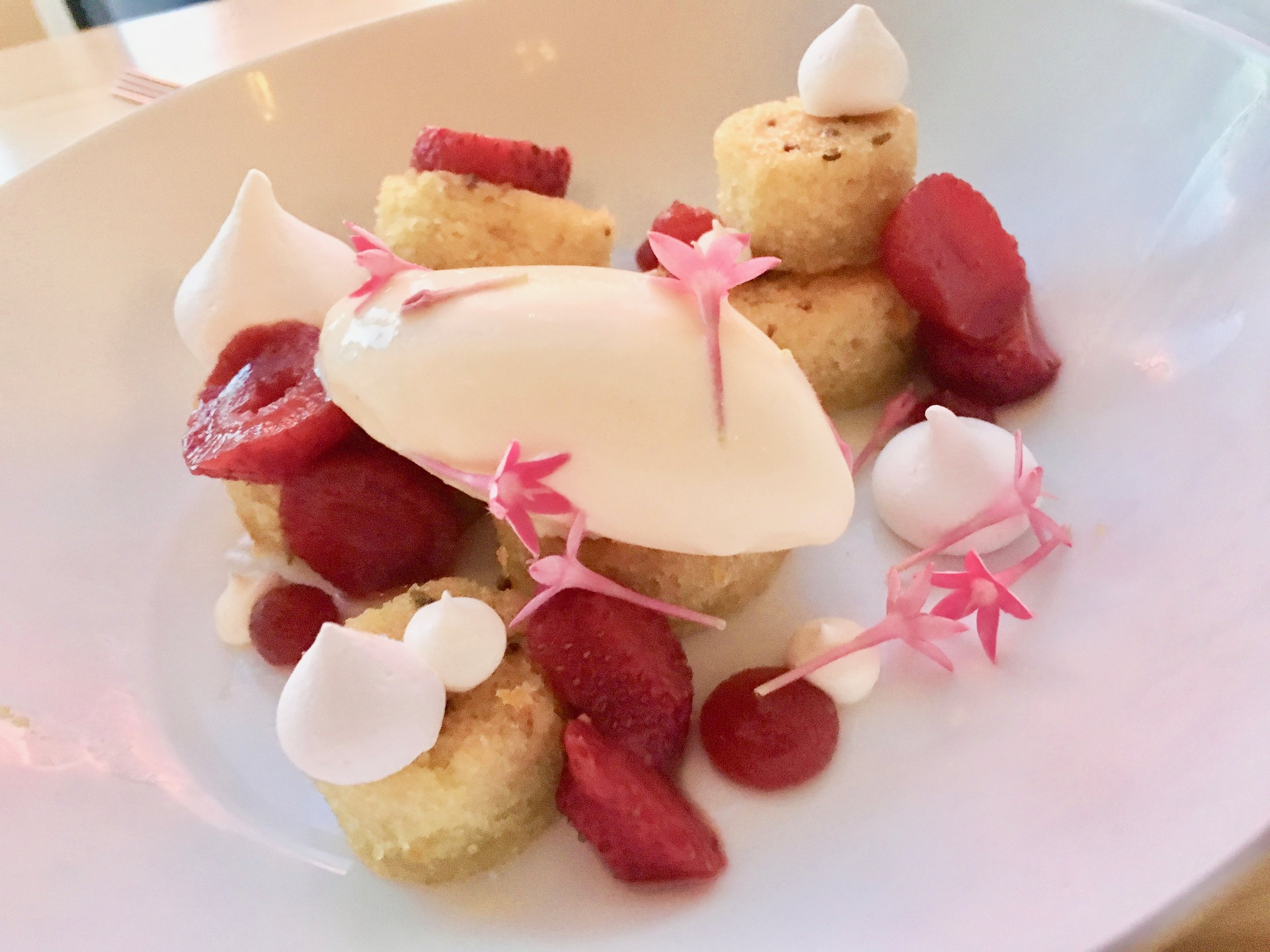 Olive oil cake with strawberry