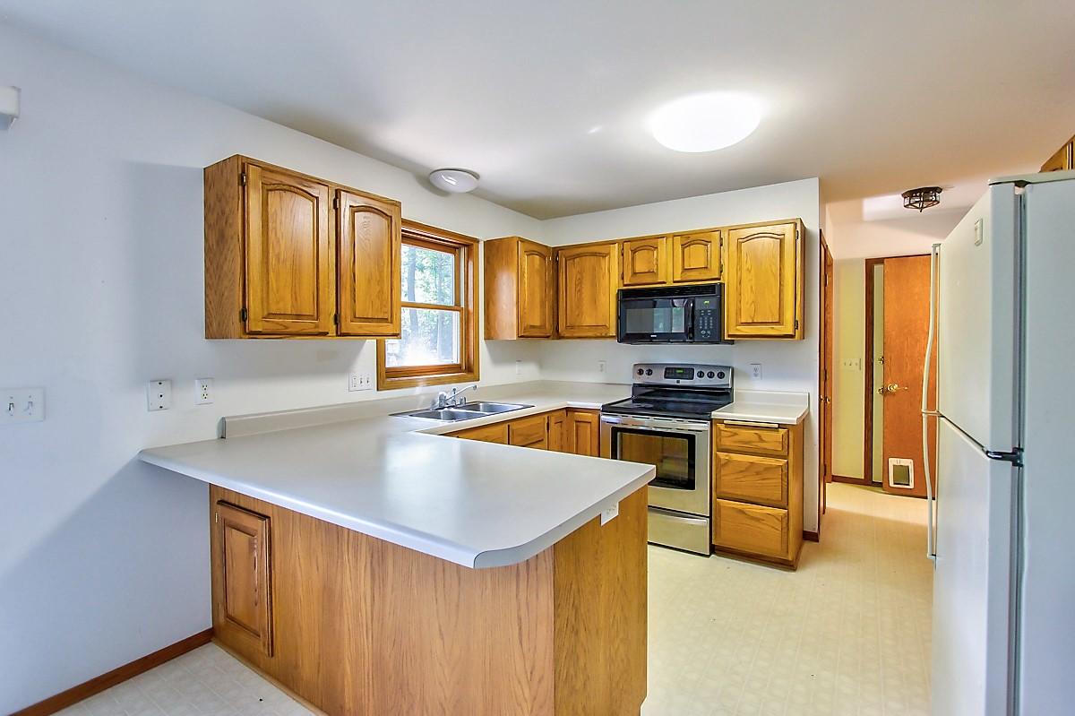 1525 Wayridge Dr-Kitchen.jpg