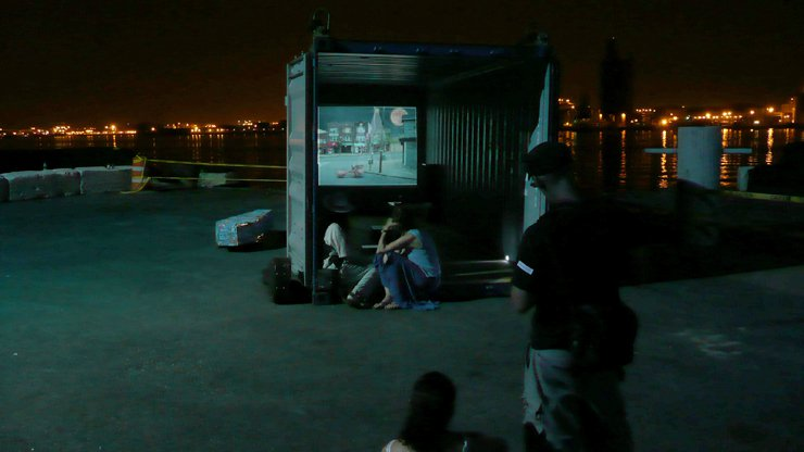 05_watching_container.jpg