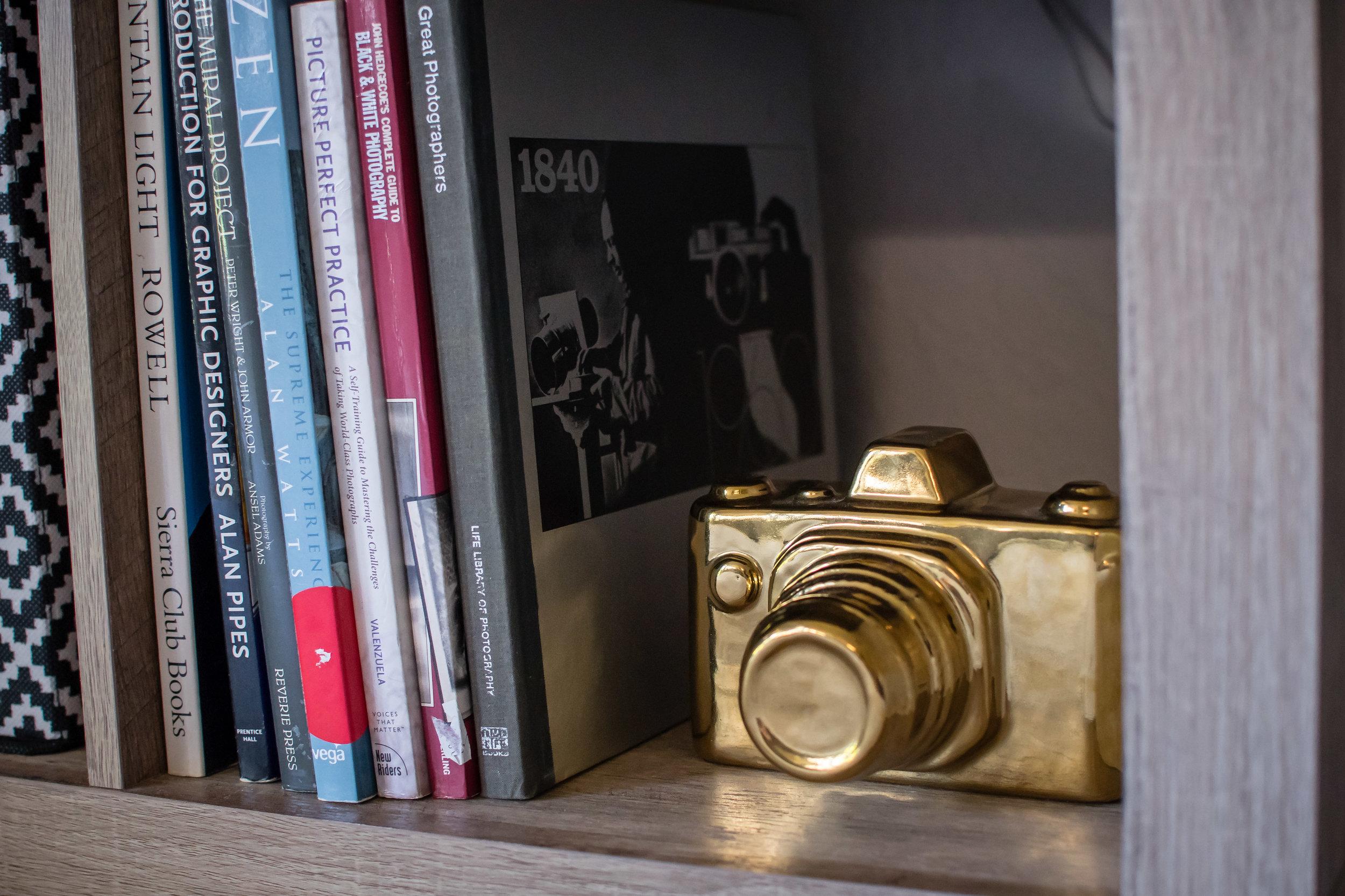 photographer-workspace-black-white-gold-office-decor-12.jpg