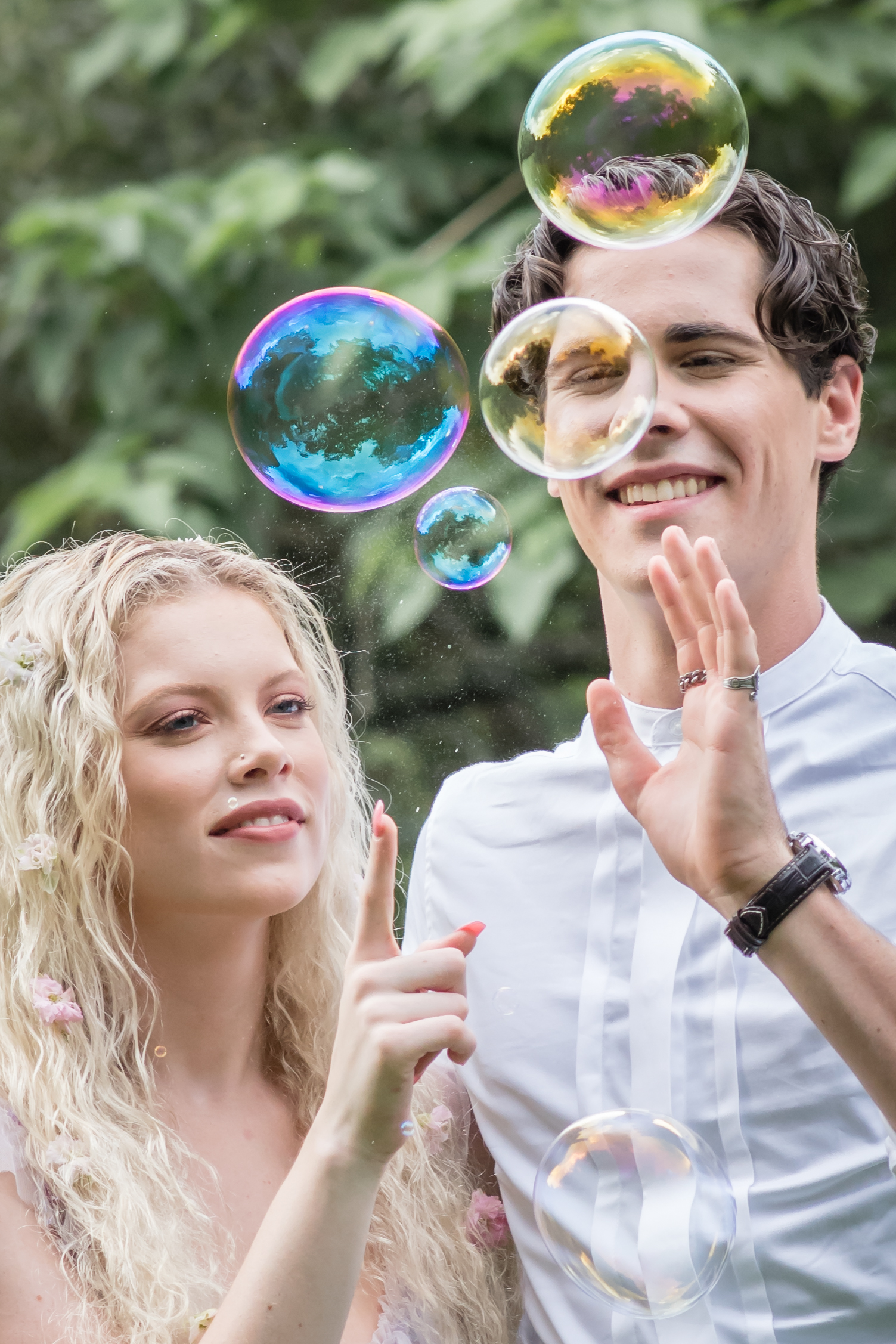 bridal couple with bubble inspiration photos