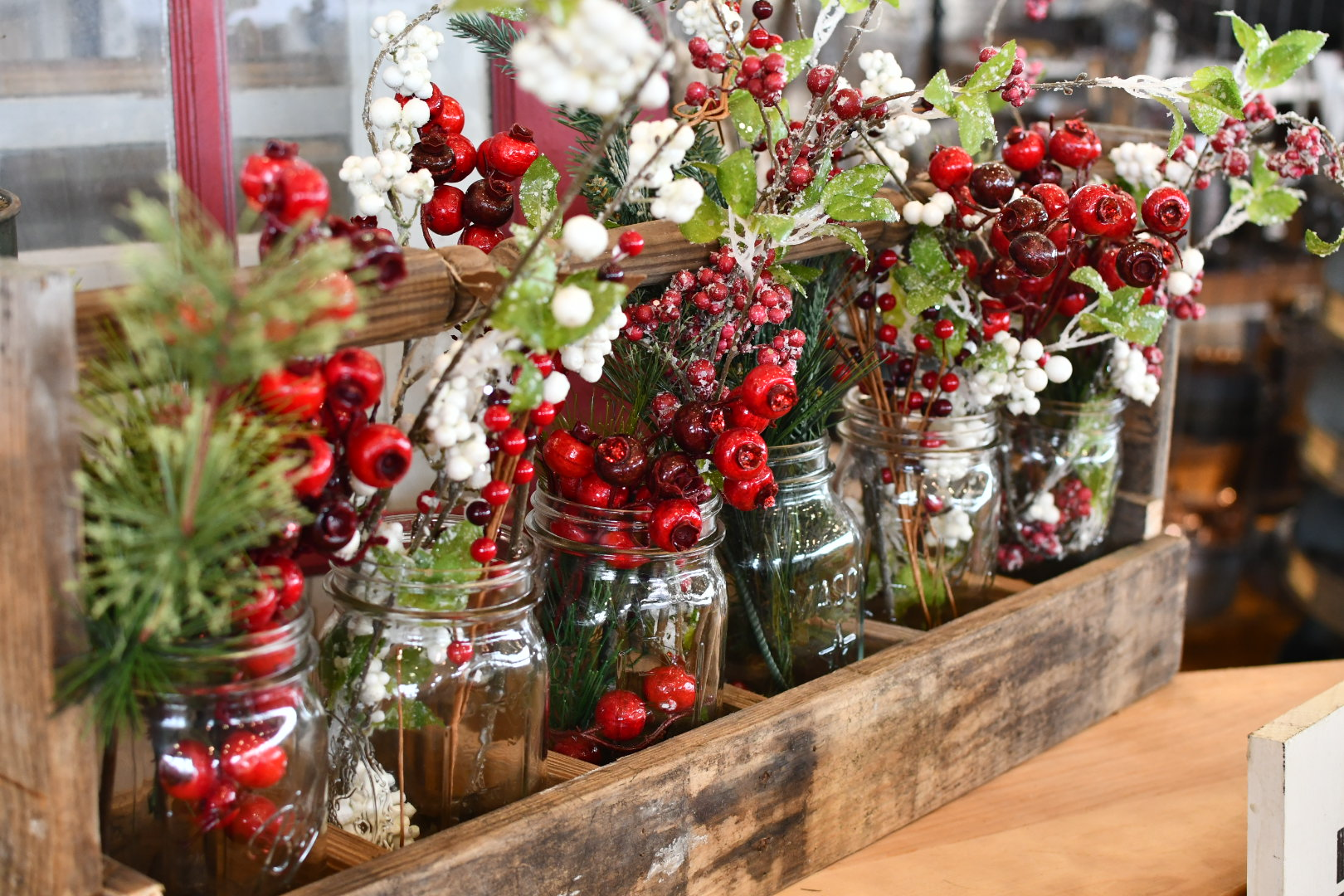 red and green Christmas table decor yanitza ninett photography