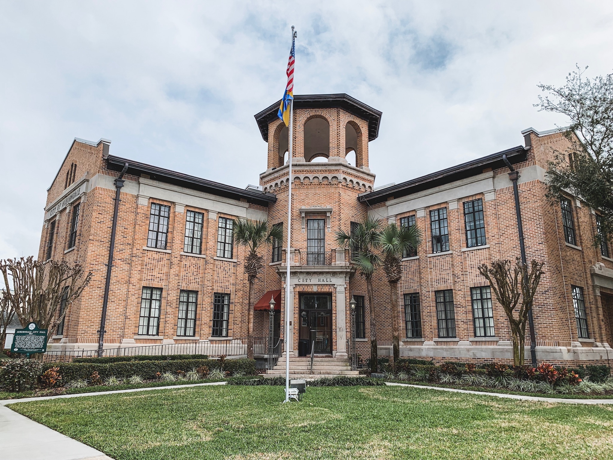 Auburndale-city-hall-travel-photographer-yanitza-ninett-photography